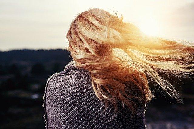 Miód na włosy – sekret pięknych włosów