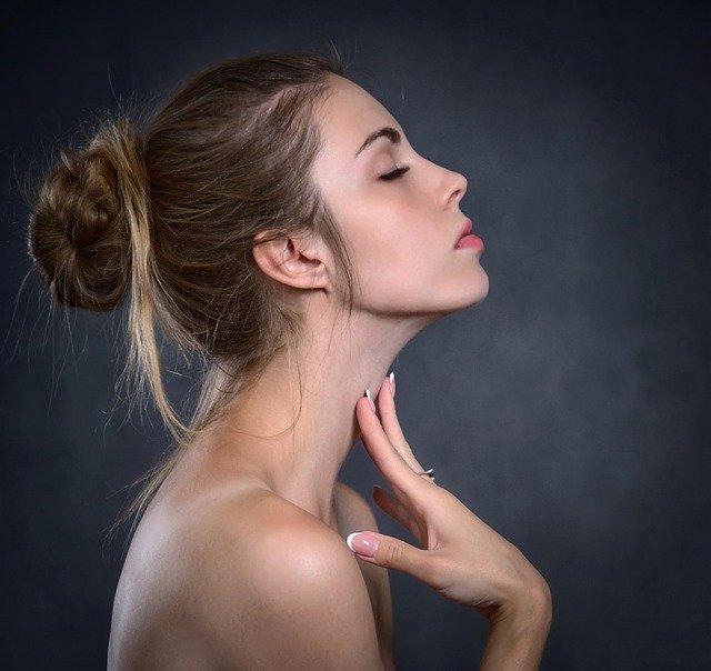Żelatyna na paznokcie – sposób na łamliwość płytki